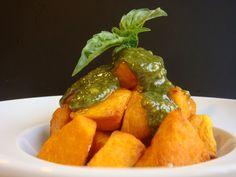 Tomates verdes fritos: Bravas de boniato con salsa pesto