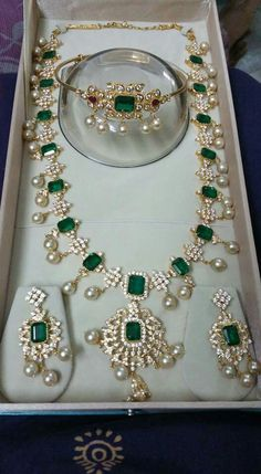 Latest Collection of best Indian Jewellery Designs. Jade Jewelry, Emerald Jewelry, India Jewelry, Temple Jewellery, Trendy Jewelry, Cheap Jewelry, Pearl Jewelry, Wedding Jewelry, Antique Jewelry