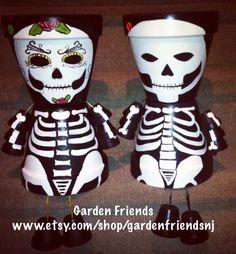 Flower Pot Art, Clay Flower Pots, Flower Pot Crafts, Clay Pots, Clay Pot Projects, Clay Pot Crafts, Diy And Crafts, Arts And Crafts, Halloween Clay