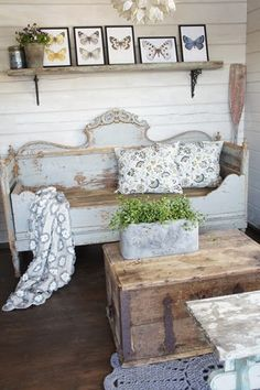Valkoinen Puutalokoti: Kesähuone! Not speaking French, but feeling French! lokks like it was a headboard turned daybed type thing love it