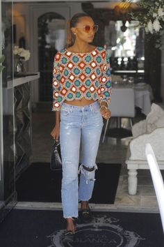 Celebrity Street Style of the Week: Jasmine Tookes, Ashley Tisdale, & Mandy Moor. Celebrity Street Style of the Week: Jasmine Tookes, Ashley Tisdale, & Mandy Moore - College Fashion- Jasmine Tookes, Mandy Moore, Ashley Tisdale, Mode Crochet, Crochet Top, Cotton Crochet, Celebrity Style Casual, College Fashion, College Outfits