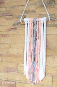 DIY con trapillo para decorar la pared Macrame Patterns, Clothes Hanger, Dream Catcher, Shabby, Diy Projects, Crochet, Blog, How To Make, Crafts