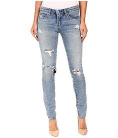 Back to #Basics on #Monday with #denim ✌🏻️ Shop @blanknycjeans in store or on our website www.azzurracapri.com  . . . . #blanknyc#skinnyclassique#jeans#basics#azzurracapri#luxe#italy#lotd#fashion#fblogger#wiwt#ootd#mystyle#comfort#vaca#lookbook#instafashion#followme#distressed#summer#skinnydipper#sd