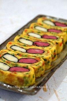 감자 계란말이 만들기 K Food, Good Food, Yummy Food, Japanese Snacks, Design Seeds, Korean Food, Food Design, Zucchini, Sushi