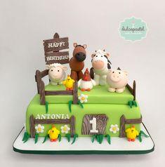 Farm Cake Medellin - Torta Granja Medellín by Giovanna Carrillo 1 Year Old Birthday Cake, Tractor Birthday Cakes, Baby Boy Birthday Cake, Safari Theme Birthday, Animal Birthday Cakes, 2nd Birthday Party Themes, Farm Animal Birthday, Farm Animal Cakes, Farm Cake