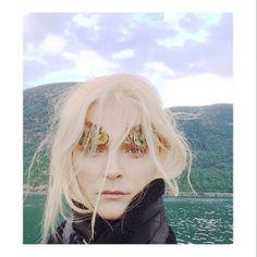 Carmen Kass en Norvège http://www.vogue.fr/mode/mannequins/diaporama/la-semaine-des-tops-sur-instagram-32/19263/image/1018161#!carmen-kass-en-norvege