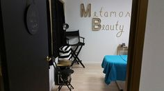 Makeup station Facial Room, Scalp Micropigmentation, Beauty Lounge, Facials, Bridal Makeup, Eyebrow, Spa, Rooms, Home Decor