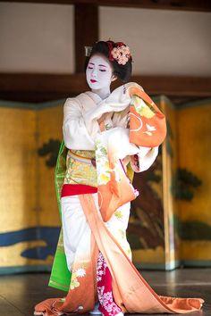 dance performance by maiko katsuna | japanese culture #kimono