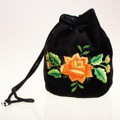 Haftowana torebka woreczek z pomarańczową różą