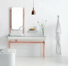 If you like to try something new in your home decor our suggestion is copper. Take a look our choose of copper home accents.Metallic shades will bring a cozy sparkly feeling to any room. Home Interior, Bathroom Interior, Decor Interior Design, Interior And Exterior, Interior Decorating, Copper Interior, Decorating Ideas, Design Bathroom, Bathroom Styling