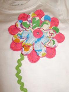 Blusa con mangas enrolladas y detalles en botones