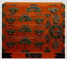 """yama-bato: """" Sendai Tansu are solid yet elegant chests with more than 300 years of history. Japanese Furniture, Asian Furniture, Oriental Furniture, Unique Furniture, Furniture Design, Oriental Bedroom, Faux Walls, Sendai, Pretty Box"""