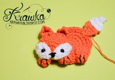 I am back :) with a brand new free pattern for this cute fox brooch. The brooch is adorable and I have got a lot of compliments...