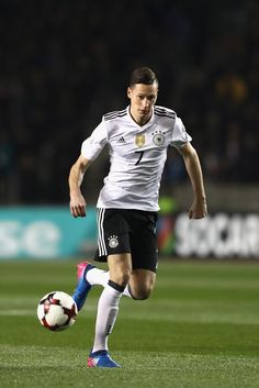 Julian Draxler Photos - Julian Draxler of Germany runs with the ball during the FIFA 2018 World Cup Qualifing Group C between Azerbaijan and Germany at Tofiq Bahramov Stadium on March 2017 in Baku, . - Azerbaijan v Germany - FIFA 2018 World Cup Qualifier Watch Football, Football Soccer, Football Players, Premier League, Julian Draxler, Thomas Muller, Dfb Team, World Cup Qualifiers, Germany