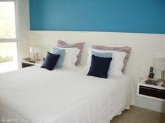 06-quartos-de-casal-projetados-por-profissionais-do-casapro Layout, Bed, Furniture, Decorating Ideas, Home Decor, Blue Bedroom, Blue Walls, Creative Walls, Couple Room