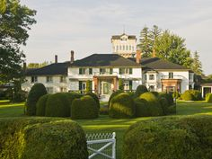 Going to Ontario, Canada? The Briars is a heritage Ontario lakeside resort is a refuge of relaxation and genuine hospitality amidst acres of lush lawns, gardens and towering trees. Food is wonderful! Golf available. Lakeside Resort, Lake Resort, Resort Spa, Vacation Resorts, Dream Vacations, Ontario Place, Canada Pictures, Romantic Resorts, Waterfront Cottage