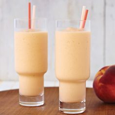 Sweet Peach Smoothie: 1 cups apple juice - 1 ripe peach, peeled, pitted, chopped (about cup) - ripe banana, peeled and chopped - 1 tablespoon vanilla yogurt - 6 ice cubes 2 teaspoons honey - 2 teaspoons flaxseed oil. Put in blender and puree until smooth. Juice Smoothie, Smoothie Drinks, Healthy Smoothies, Healthy Drinks, Healthy Snacks, Smoothie King, Smoothie Packs, Healthy Menu, Apple Smoothies