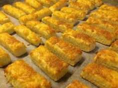 Villámgyors sajtos rúd Easy Sweets, Savory Pastry, Cakes And More, Hot Dog Buns, Cornbread, Nutella, Macaroni And Cheese, Dessert Recipes, Food And Drink