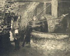 Μάνη εποχής του ΄30 με ΄50, με φωτογραφίες ρετρό!!