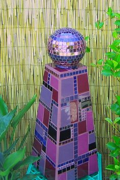 purple mosaic gaze ball by Viva Mosaic Diva Mosaic Diy, Mosaic Garden, Mosaic Crafts, Mosaic Projects, Mosaic Glass, Stained Glass, Mosaic Pots, Pebble Mosaic, Mosaic Ideas