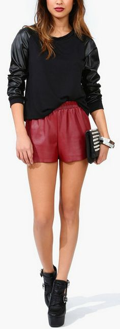 Tough Love Leather Shorts Red Fashion, Fashion Photo, Womens Fashion, Simple Style, My Style, Look Good Feel Good, Tough Love, Leather Shorts, Wardrobe Ideas