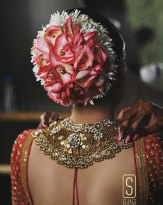 Read information on bridal hairstyles at home Bridal Hair Buns, Bridal Hairdo, Indian Wedding Hairstyles, Bride Hairstyles, Hairstyle Wedding, Hairdos, Indian Photoshoot, Bridal Makeup Looks, Hair Decorations