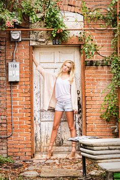 Senior Photography - Senior Photographer - Class of 2017 - Downtown McKinney - Senior Pics - Graduation - Poses for Senior Girls - Senior - SKA - Senior Girl - Dallas, Texas - Dallas - Texas Photographer - DFW - Tyler R. Brown Photography