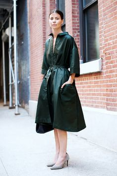 Forest green A-line dress paired with neutral pumps. // #StreetStyle