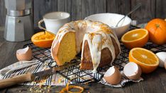 Dette er en saftig og myk appelsinkake med søt melis som smaker deilig til kaffen. Kaken er også fin å ha med seg i tursekken på fjellet i påsken. Denne oppskriften på klassisk appelsinkake er til ca 8 personer.