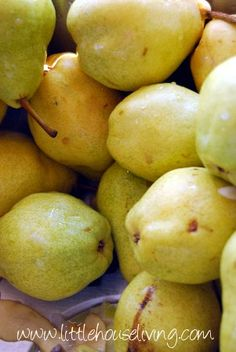 Canning Pears, step by step how to! Canning Apples, Canning Vegetables, Canning Apple Pie Filling, Home Canning, Dehydrator Recipes, Canned Chicken, Preserving Food, Canning Recipes, Fruit Recipes