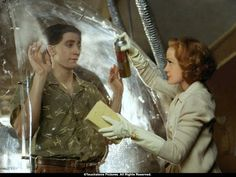 Swoosie with Jake Gyllenhaal in Bubble Boy Swoosie Kurtz, Bubble Boy, Movies For Boys, Jake Gyllenhaal, Great Films, Cristiano, Film Stills, Picture Photo, I Movie