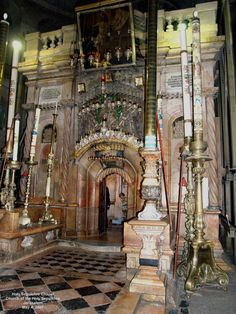 Church of the Holy Sepulchre: entrance to Christ's tomb