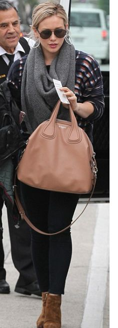 Who made Hillary Duff's brown suede ankle boots, black sunglasses, and nude handbag? Suede Ankle Boots, Black Ankle Boots, Suede Booties, Black Booties, Casual Updo, Winter Skirt Outfit, Boating Outfit, Hilary Duff, Black Sunglasses