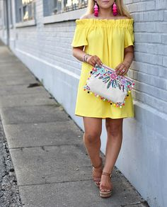 YELLOW OFF THE SHOULDER DRESS || UNDER $50 || OFF THE SHOULDER DRESSES || YELLOW DRESS || AFFORDABLE DRESSES || POM POM CLUTCH || FASHION BLOGGER ||