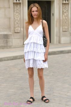 Le top model Emma Oak  Paris pendant la Fashion week Photo par Studio Bain de Lumière#offduty #streetstyle #PFW#fashionweek