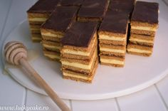Prajitura Foi cu miere Romanian Desserts, Honey Cake, Cake Shop, Nutella, Tiramisu, Sweet Treats, Cooking Recipes, Candy, Ethnic Recipes