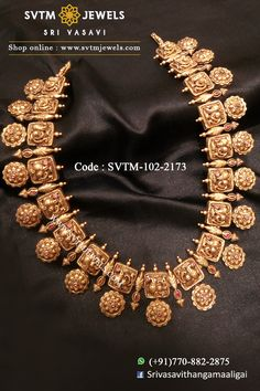 Jewelry OFF! Contemporary semi-long necklace with kemp stones with annapakshi gold accents. Shipping across USA and India. Antique Jewellery Designs, Gold Jewellery Design, Gold Temple Jewellery, Silver Jewellery, Glass Jewelry, Diamond Jewelry, Silver Rings, Indian Jewelry Sets, South Indian Jewellery