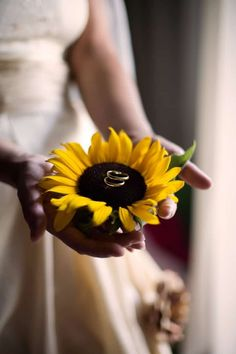 Super wedding photograph Country Flowers Ideas 44 sunflower wedding ideas you can Sunflower Wedding ideas to make sunflower wedding ideas and wedding Sunflower wedding ideas and decorations weddingAwesome Wedding Photography Country Flower Wedding Goals, Wedding Pics, Wedding Themes, Fall Wedding, Wedding Colors, Wedding Events, Wedding Ceremony, Our Wedding, Wedding Planning