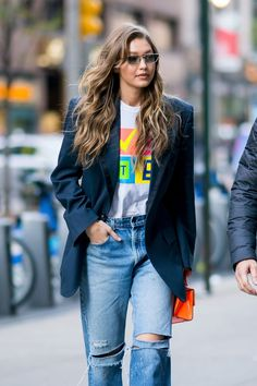 These double breasted suits for women can take you from the board room to happy hour in one outfit. Gigi Hadid Looks, Gigi Hadid Style, Blazer Outfits Casual, Blazer Fashion, Chic Outfits, Suit Jackets For Women, Suits For Women, Business Casual Skirt, Gigi Hadid Outfits