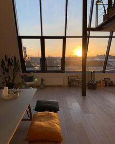 To wake up early and ready to go with views like this from my home. Appartement Design, Dream Apartment, Apartment View, Aesthetic Rooms, Dream Rooms, My New Room, House Rooms, My Dream Home, Future House