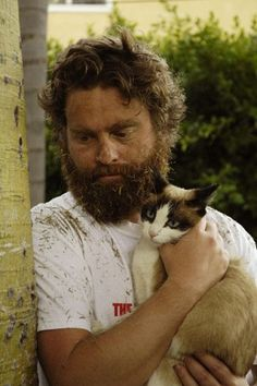 Zach Galifianakis and bewildered looking cat. I would be too, kitten. Crazy Cat Lady, Crazy Cats, Siamese Cats, Cats And Kittens, Celebrities With Cats, Men With Cats, Son Chat, Cat People, Beautiful Cats