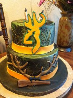 Browning Camo Cake  by:  www.coppercrossboutiqueandcakery.com