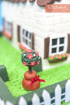 How to make a sugarcraft topiary tree ideal for garden themed cakes !! Learn to make at www.designer-cakes.com