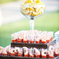 Shrimp Cocktail Hors d'Oeuvres for people who aren't allergic like I am lolz Krabbencocktail Wedding Appetizers, Wedding Hors D'oeuvres, Wedding Catering, Wedding Appetizer Table, Wedding Cocktail Hour, Catering Display, Catering Food, Catering Ideas, Catering Recipes