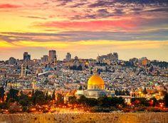 Depois de tantas histórias e conflitos, esse lugar tornou-se uma terra sagrada. Israel é um destino especial e abençoado 🇮🇱  Clique aqui: http://www.quesejasempreassim.com.br/single-post/2016/12/15/Israel #quesejasempreassim #dicasdeviagem #dicasdepasseios #dicasdebares #dicasderestaurantes #viajar #penaestrada #conheceromundo #semprejuntos #fe #gratidao #lugarnomundo #aventuras #energia #novosrumos #lavaraalma #felicidade #israel #asia #terrasagrada
