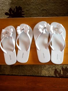 621e61091bff4 white flip flops with a simple bow Bride Flip Flops