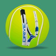 """La excelente raqueta marca """"Babolat"""" Tipo """"Drive Lite Lila Blanco"""" no te desilusionará nunca.  Resalta profundamente de este elegante modelo su cuidadosa combinación de colores en azul, negro y blanco."""