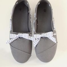 DIY Shoes: Add Bow and Lace to Make Your Shoes Pop: DIY Refashion: DIY Fashion Idea