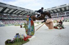 Patrice DELAVEAU Copyright : Sindye Thomas Creative jump standards!
