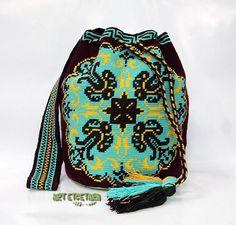 No photo description available. Crochet Beanie, Knit Crochet, Mochila Crochet, Tapestry Crochet Patterns, Tapestry Bag, Knitting Accessories, Crochet Fashion, Purses And Bags, Poufs